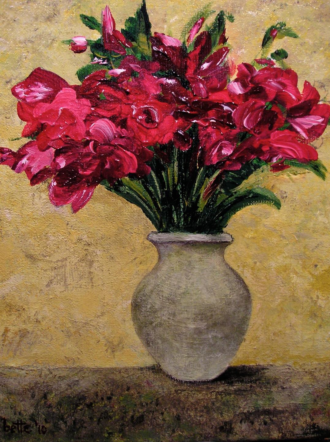 088 - Bettebloemen in een grijze vaas